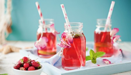 how to make a strawberry iced tea